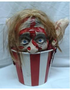 Cubo palomitas con cabeza mutilada