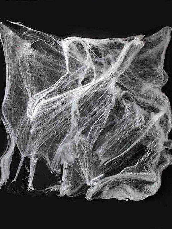 Telaraña gigante con arañas
