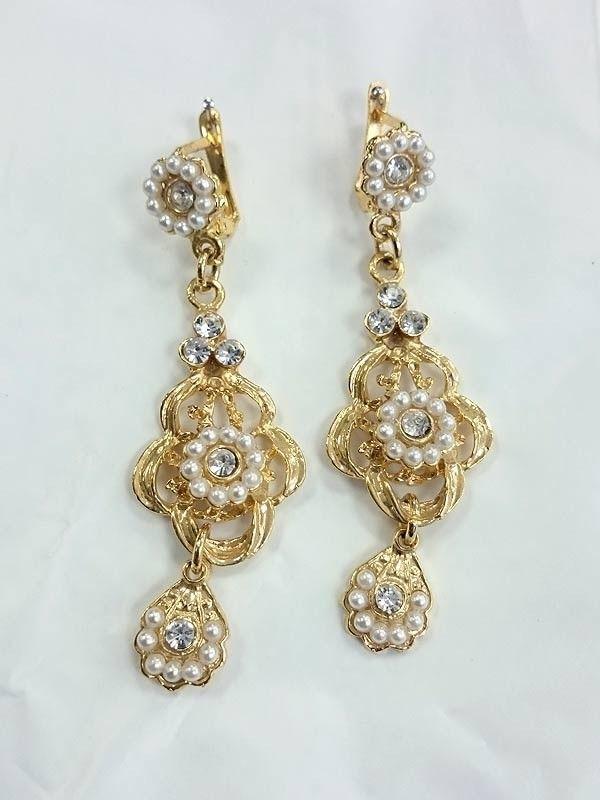 Pendientes dorados con perlas